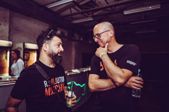 Rooz und Christian Fu Müller (beide Hiphop.de/ManeraMedia) im Gespräch