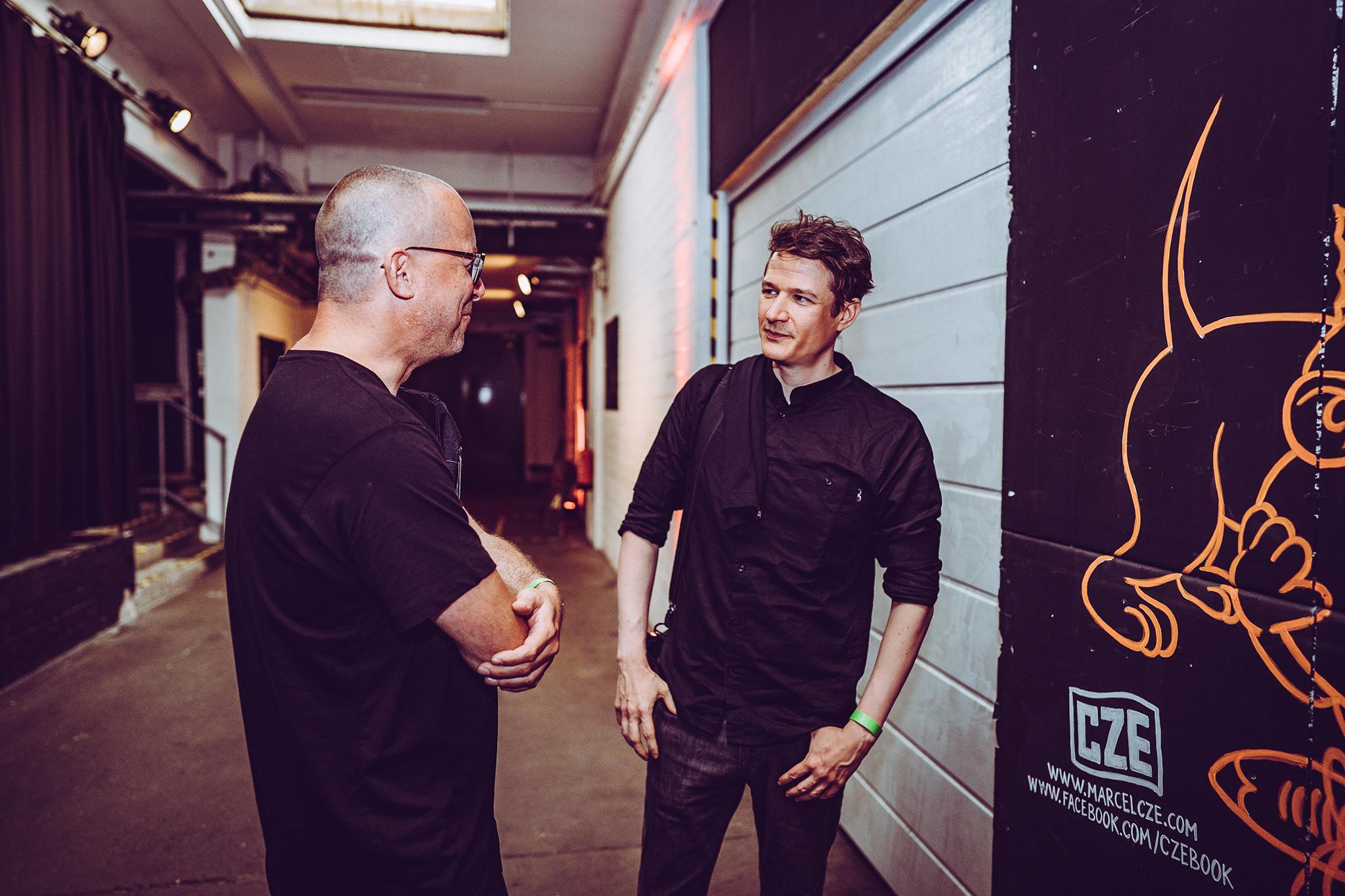 Christian Fu Müller (Hiphop.de/ManeraMedia/beatcon) im Gespräch mit Journalist Falk Schacht