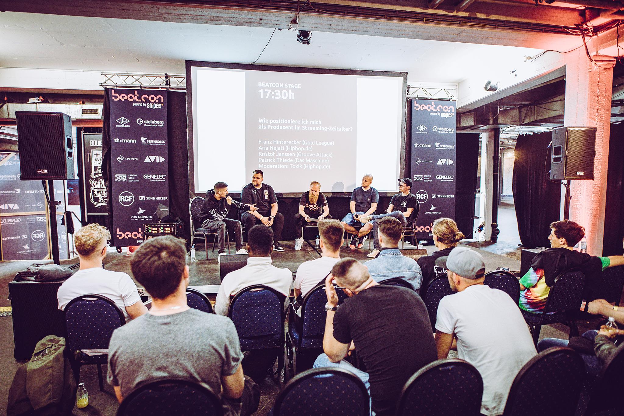 Aria Nejati, Franz Hinterecker, Tobias 'Toxik' Kargoll, Patrick Thiede und Kristof Janssen auf der beatcon Stage