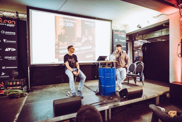 Timo Krämer und Vega auf der beatcon Stage